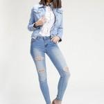 <b>Jean Destroy</b> <br /> Femme Jean Cowboy effet usé, Slim Fit, coton / polyester / élasthanne.<br />